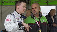 Finský pilot Esappeka Lappi s ředitelem týmu Škoda Motorsport Michalem Hrabánkem.