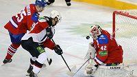 Michal Vondrka střílí gól do sítě Lva.