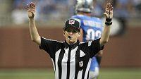Shannon Eastinová se stala první ženou, která rozhodovala zápas NFL.