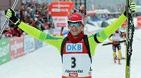 Radost slovinského biatlonisty Jakova Faka (ilustrační foto).
