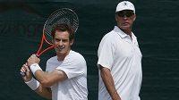 Andy Murray (vlevo) s koučem Ivanem Lendlem.