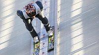 Norský skokan Anders Bardal sna můstku v Oberstdorfu.