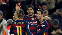 Tři ofenzivní klenoty Barcelony. Zleva Neymar, Luis Suárez a Lionel Messi.