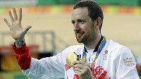 Bradley Wiggins se zlatou olympijskou medailí z týmové stíhačky.