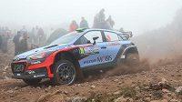 Hayden Paddon a John Kennard z Nového Zélandu s vozem Hyundai i20 WRC při Argentinské rallye.
