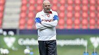 Trenér Jakub Dovalil během tréninku.