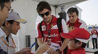 Španělský pilot Fernando Alonso se už těší na rozjezd své cyklistické stáje.