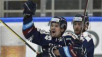 Vítkovičtí hokejisté (zleva) Nicolas Werbík a Martin Dočekal.
