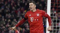 Kanonýr mnichovského Bayernu Robert Lewandowski si po zranění v utkání Ligy mistrů musí od fotbalu zhruba měsíc odpočinout.