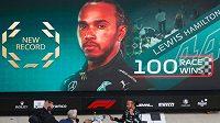 Mistr světa Brit Lewis Hamilton vybojoval ve Velké ceně Ruska v Soči 100. vítězství ve formuli 1 a dostal se do čela průběžného pořadí seriálu.