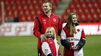 Stanislav Vlček se svými dcerami během rozlučky s aktivní kariérou.