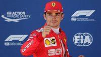 Pilot Ferrari Charles Leclerq se raduje z vítězství v kvalifikaci na Velkou cenu Rakouska.