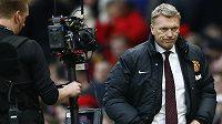 Trenér Manchesteru United David Moyes s výmluvným výrazem.