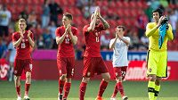 Fotbalisté české reprezentace (zprava) Petr Čech, Daniel Pudil, Milan Škoda a Ladislav Krejčí děkuji fanouškům za podporu.