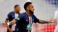 Neymar z PSG se raduje z rozhodující branky ve finále Francouzského poháru.
