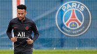 Naděje brazilského fotbalisty Neymara na přestup do Barcelony je zase menší. Pařížský klub odmítl poslední nabídku z Camp Nou.