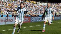Argentinský tahoun Lionel Messi (vlevo) právě vstřelil jediný gól duelu proti Íránu v rámci skupiny F na mistrovství světa.