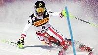 Rakušan Marcel Hirscher na trati mužského slalomu na MS ve Svatém Mořici.