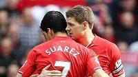 Luis Suárez a Steven Gerrard v dresu Liverpoolu.