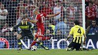 Arjen Robben z Bayernu dává rozhodující gól finále Ligy mistrů.