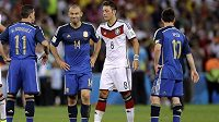 Javier Mascherano (druhý zleva) už ví, že Argentina třetí zlato z mistrovství světa nepřidá.