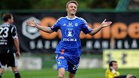 Šimon Falta ze Sigmy Olomouc se raduje ze svého gólu na hřišti Příbrami.