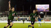 Jablonecký záložník Ondřej Vaněk (vlevo) slaví se spoluhráčem Karlem Pitákem gól proti norskému Strömsgodsetu.