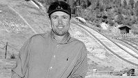 Kouč sdruženářských es Corby Fisher zemřel.