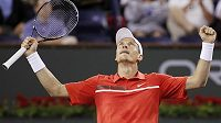Radostné gesto Tomáše Berdycha po vítězství nad Andy Roddickem.