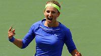 Běloruska Viktoria Azarenková se raduje z titulu v Indian Wellse.
