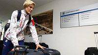 Basketbalistka Hana Horáková při odletu na olympiádu v Londýně.