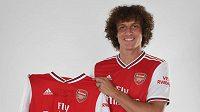 Brazilský fotbalista David Luiz přestoupil z Chelsea k městskému rivalovi Arsenalu. zdroj: www.arsenal.com