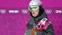 Česká snowboardistka Šárka Pančochová v cíli po výborné semifinálové jízdě ve slopestylu.