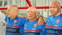 Zleva trenéři Boris Kočí, Karel Jarolím a Miroslav Koubek před utkáním s Islandem v Kataru.