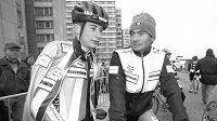 Radomír Šimůnek starší (vpravo) se svým synem na archivní fotografii z roku 2000.
