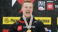 Ruský snowboardista Dmitrij Loginov slaví zlato na světovém šampionátu v zámoří.