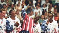 Dres basketbalové legendy Michaela Jordana z amerického Dream Teamu z olympijských her v Barceloně 1992 se v aukci prodal za 216.000 dolarů (zhruba 5,5 milionu korun).