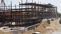 Nová aréna pro Islanders roste v sousedství slavného dostihového závodiště Belmont Park.
