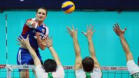 David Konečný (nahoře) tentokrát českým volejbalistům nepomůže.