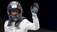 Německý jezdec Nico Rosberg po kvalifikaci v Šanghaji.