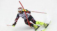 Chorvatský lyžař Ivica Kostelič během slalomu kombinačního závodu ve švýcarském Wengenu.