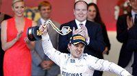 Němec Nico Rosberg se raduje z triumfu na Velké ceně Monaka.