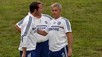 Český tenista Radek Štěpánek si v dresu Chelsea ve Washingtonu popovídal s koučem Blues Josem Mourinhem.