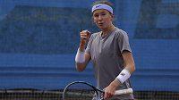 Tenistka Nikola Bartůňková má v posledních dnech pořádně náročný program.