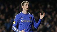 Zklamaný Fernando Torres s krvavým nosem poté, co neproměnil penaltu proti Steaue Bukurešť.