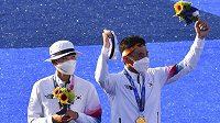 Olympijskou premiéru smíšené soutěže v lukostřelbě vyhráli v Tokiu favorizovaní Korejci An San a Kim Če-tok.