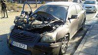 Bombovým útokem poničený vůz kyperského sudího Jorgose Nikolaua.