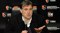 Trenér Gerardo 'Tata' Martino v úterý definitivně převzal Barcelonu.