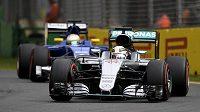 Britský pilot Lewis Hamilton z Mercedesu během kvalifikace na úvodní závod v australském Melbourne.