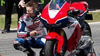 Australan Casey Stoner s motocyklem Honda.